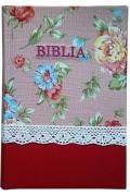 Biblie mijlocie aurita pe margini hand-made, material textil floral albastru-visiniu.