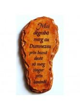 Gravura in formă de talpă cu mesaj - Mai degrabă merg cu Dumnezeu...